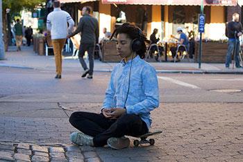 Technology,-Mindfulness,-meditation-app,-Mental-Health,-stress,-pain-management,-mindfulness-based-stress-reduction,-podcast,.-Patricia-Karpas,-Louisa-Mailis,-Mary-Maddux,-Meditation